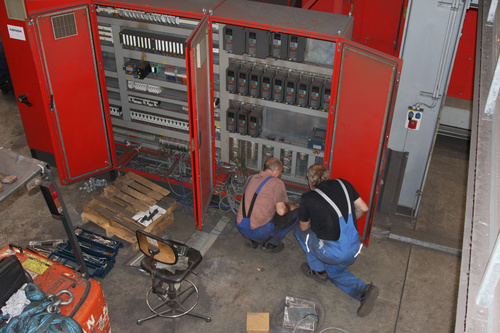 Disassembling of a control cabinet from a Gietart shot blasting machine